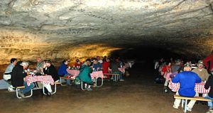 Jantar na Snowball Room, Mammoth Cave @ Pilar Vicente-SPE, 2009